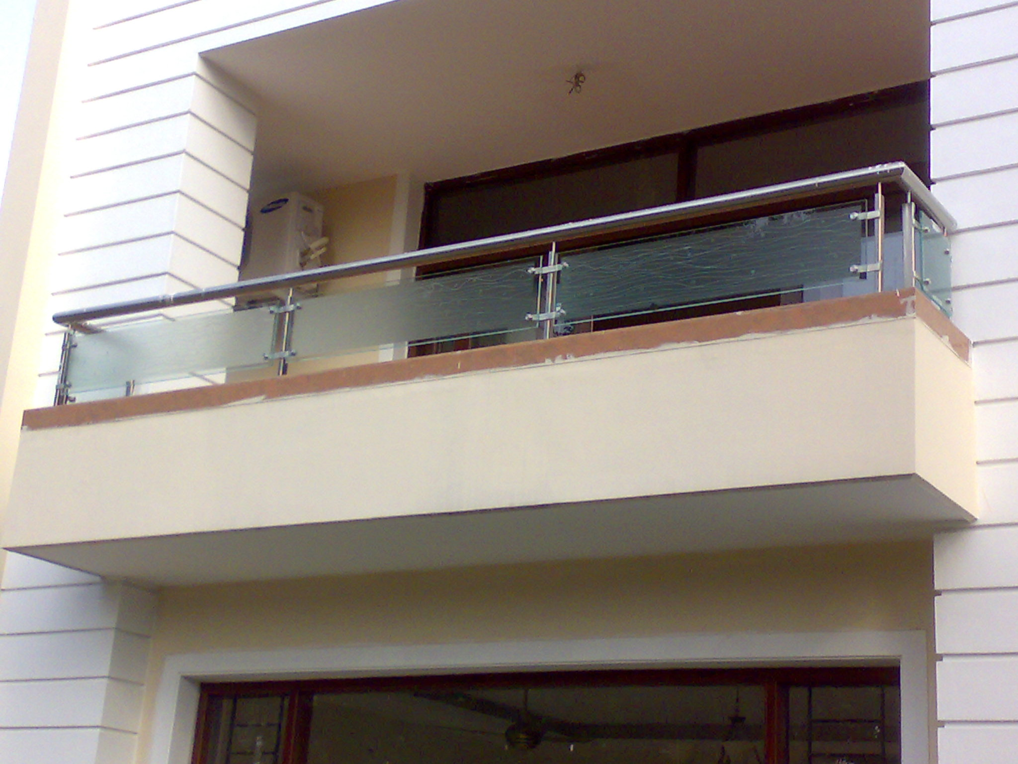 Products buy stainless steel glass railing from aay emm for Glass balcony railing