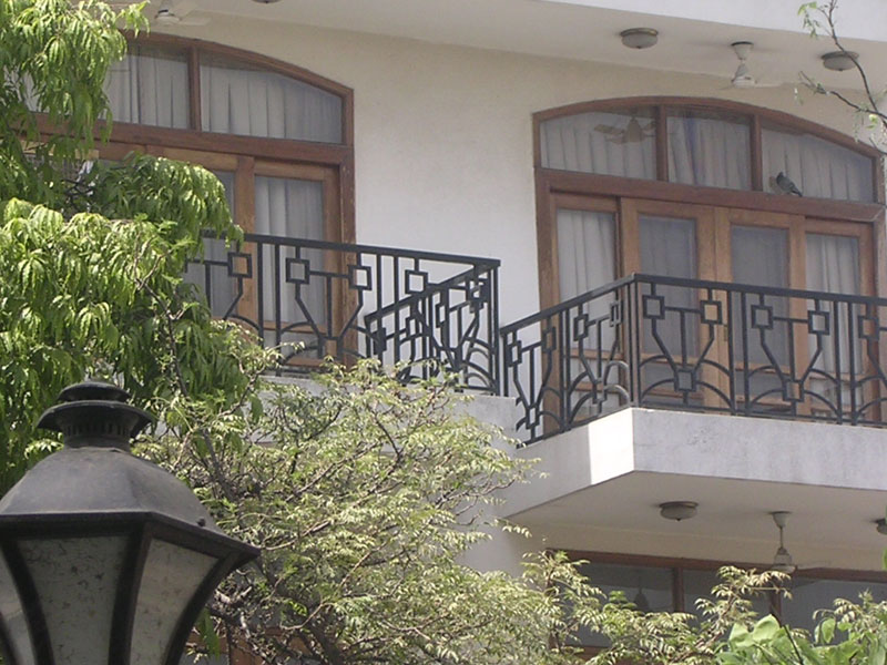 Indian house railing designs house design for Design of balcony railings in india