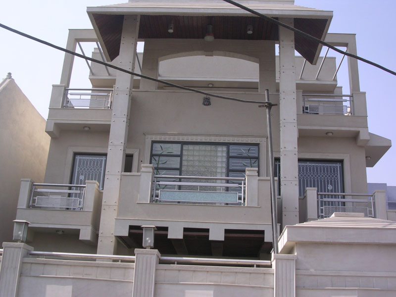 Buy stainless steel balcony railing from metallica india for Balcony steel grill design