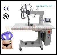 Seamless underwear making machine for briefs