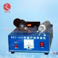 The car engine cover spot welding machine
