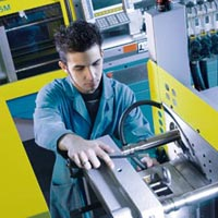Hydraulic Injection Moulding Machine Repairing