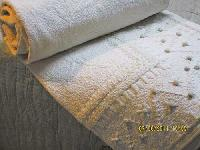Quilts - Manufacturer, Exporters and Wholesale Suppliers,  Uttar Pradesh - Shwet Anand Exports