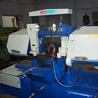 Semiautomatic Hydraulic Horizontal Metal Cutting Bandsaw..