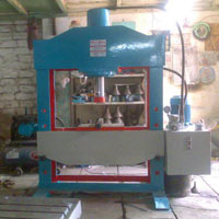Hydraulic Press - Manufacturer, Exporters and Wholesale Suppliers,  Gujarat - Shri Gayatri Industries