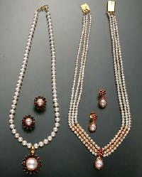 Pearl Necklace Set
