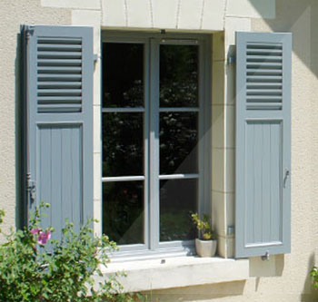 WINDOW SHUTTERS WITH FIXED SLATS