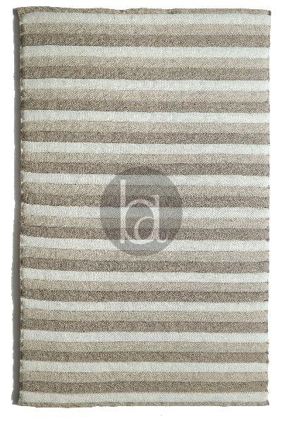 Handwoven Polyfilled Woollen Rug With Polyester Fibre Filling