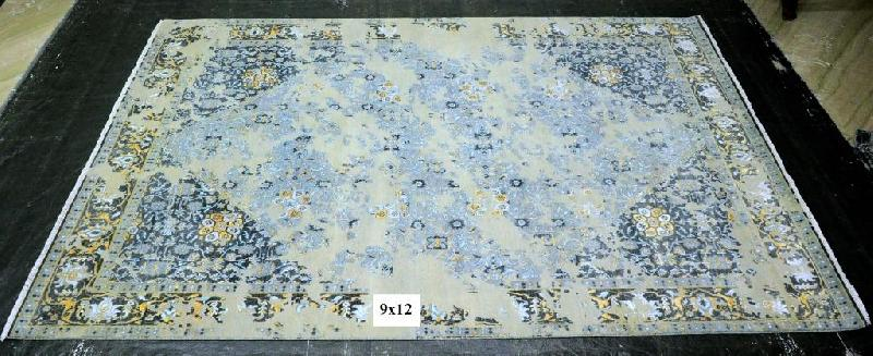 Hand Knotted Traditional Design Woolen Carpets