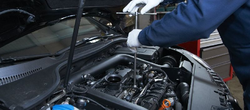 Car Engine Maintenance & Repairing Services