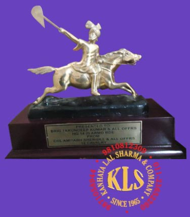 EQUESTRIAN / HORSE TROPHIES (hr106)