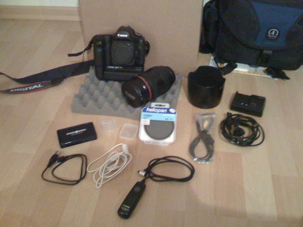 Canon Eos 5d Mark Ii Digital Slr Camera with Canon Ef 24-105mm is Lens
