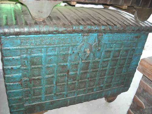 Antique Wooden Trunk Box (Antique Wooden Trunk)