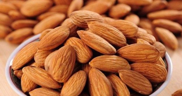 Raw Dry Almond nuts