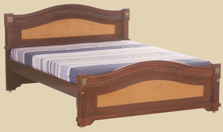 Small size teak wood bed manufacturer in karaikudi tamil for Indian box bed designs photos