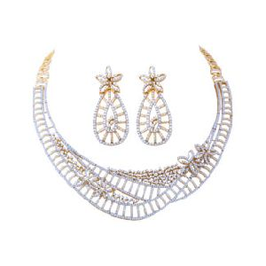 Gold Diamond Necklace Set