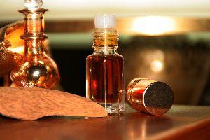 Oud Wood & Fragrant Oud Oils