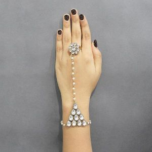 Pearls Pearl Stone Gold Plated Chain Hand Harness