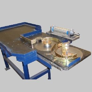 AUTOMATIC FEEDING TABLE