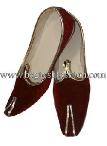 Mens And Women Maroon Velvet Mojari