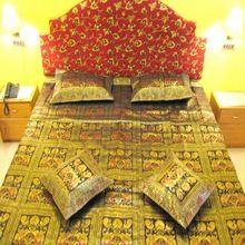 Handloom Silk Zari Bedcover with Cushion
