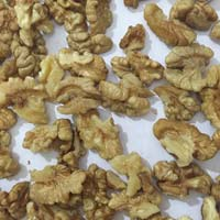Quarter Walnut Kernels