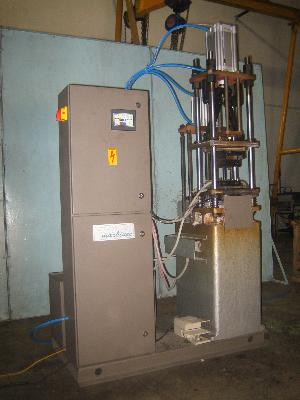 Vertical Hot Chamber Die Casting Machine For Control Cable Ends Casting