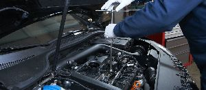 Car Engine Maintenance & Repairing Services