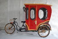 Caiman E rickshaw Closed doors