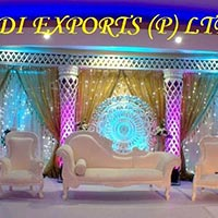 Diamond Ball Fitted Fiber Pillars Wedding Stage