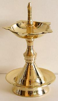Brass Oil Lamp - Manufacturers, Suppliers & Exporters in India