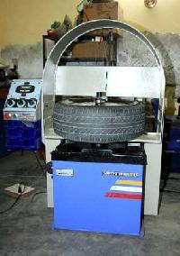 L.C.V. Wheel Balancer