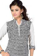 Gorgeous Casual Women Kurti Tunic With Geometrical Pattern