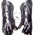 ARMOUR-ACCESSORIES Knight Gauntlet Deluxe